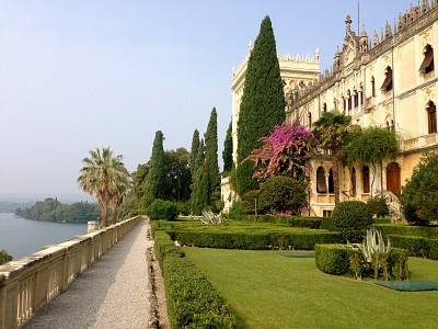 One island and a historical Villa. Garda.