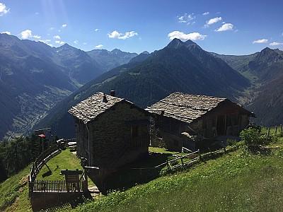 Day tour nas montanhas em Val Tartano, para quem gosta de helicóptero e um bom vinho no sossego de 1825 metros de altitude.